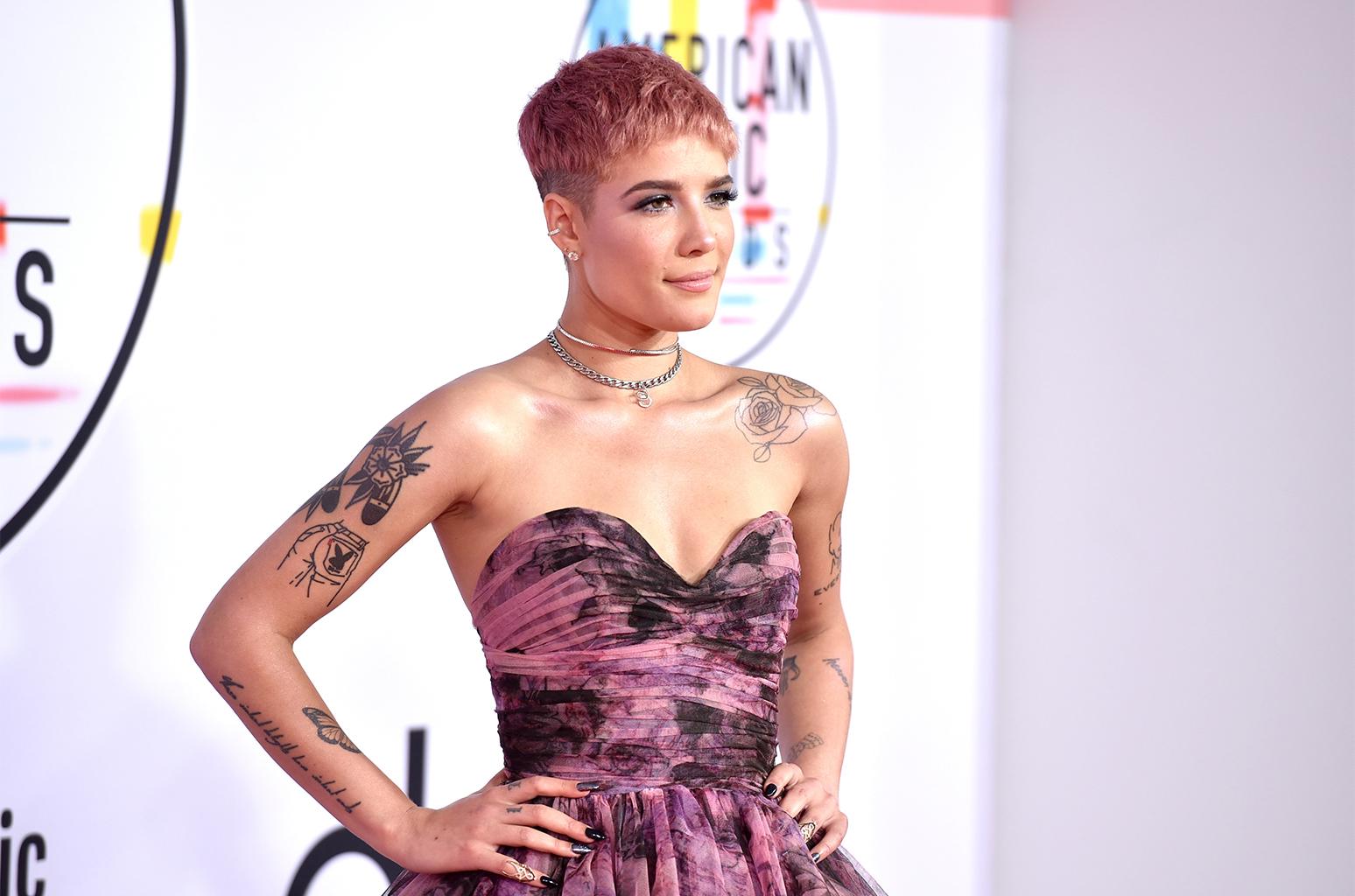 Actor Porno Gay Brasileño Cara Tatuada https://www.billboard/articles/news/8487640/halsey