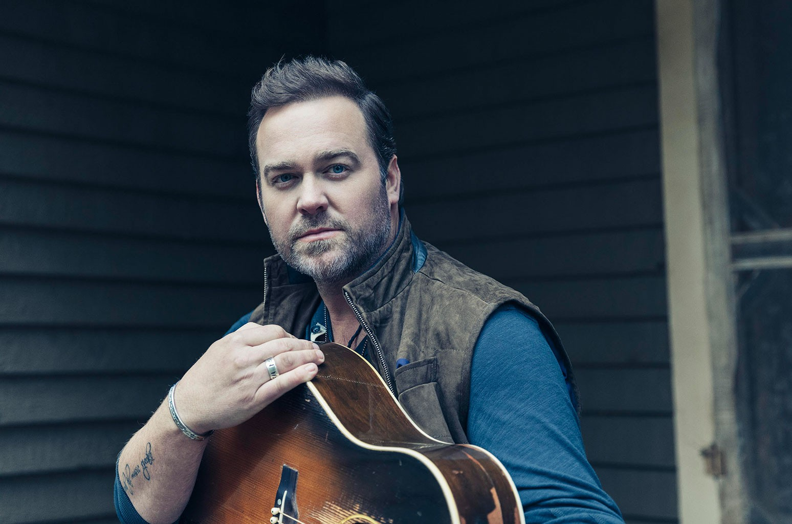 Lee Brice Lands New Career Best on Country Airplay Chart With 'One of Them Girls'