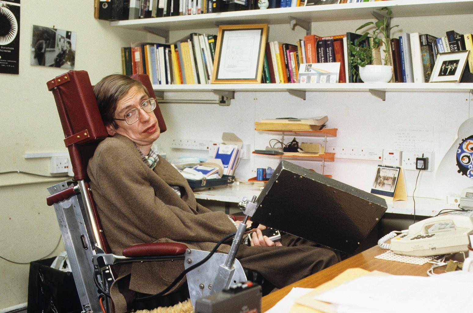 Colleagues, Stars Hail Stephen Hawking at Cambridge Funeral - Billboard