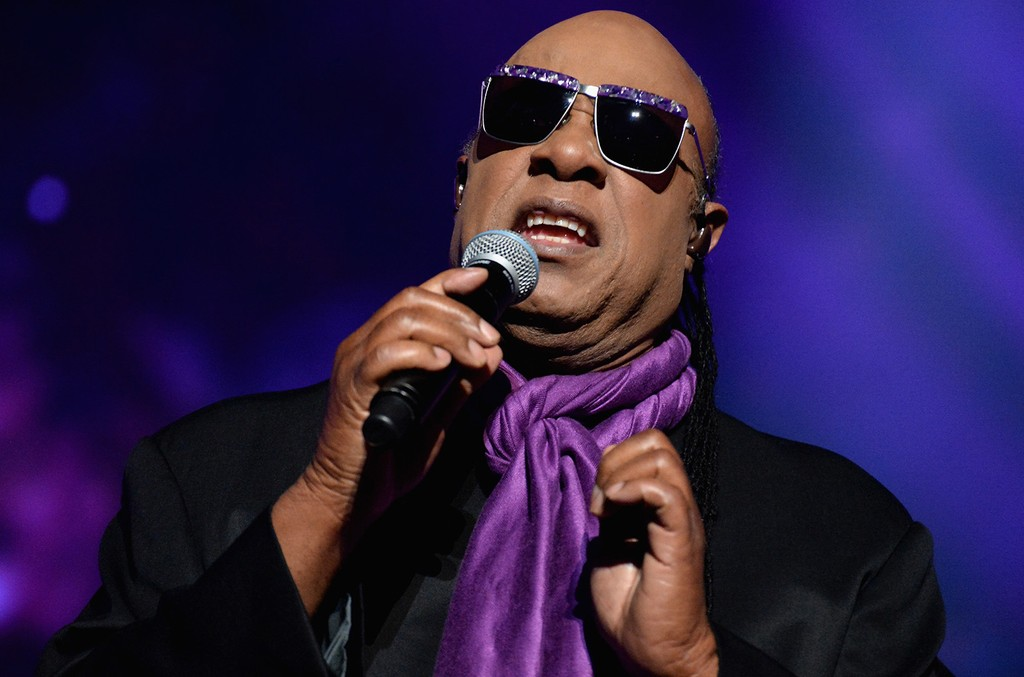 Stevie Wonder performs during the 2016 Billboard Music Award
