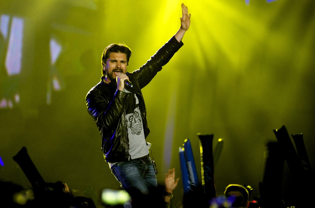Juanes performs in 2015