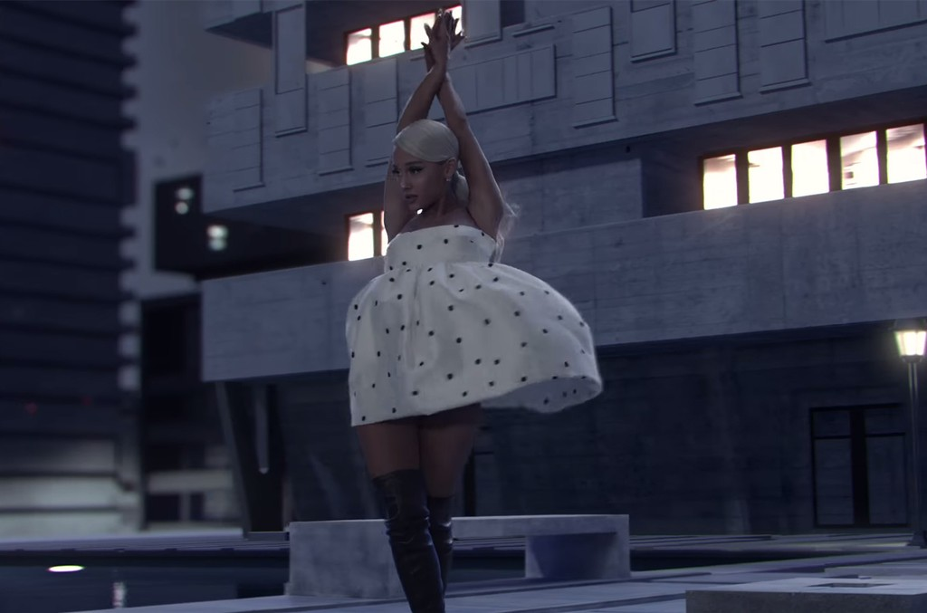Ariana Grande Lands Her Biggest Youtube Debut Yet With No Tears