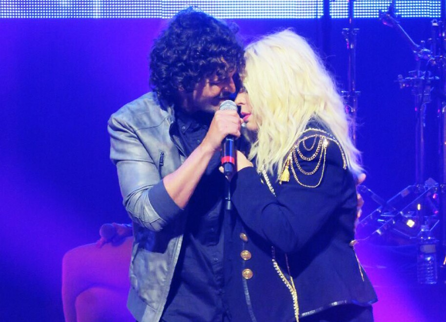 Ednita Nazario and Tommy Torres perform in Miami on June 5, 2016.