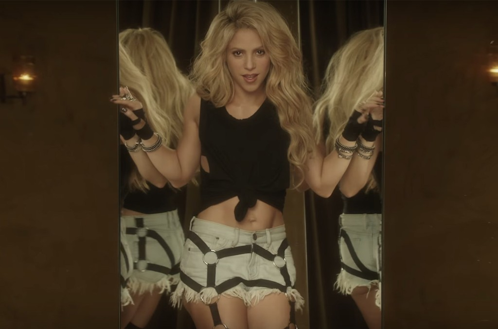 "Shakira in the video for ""Chantaje"""