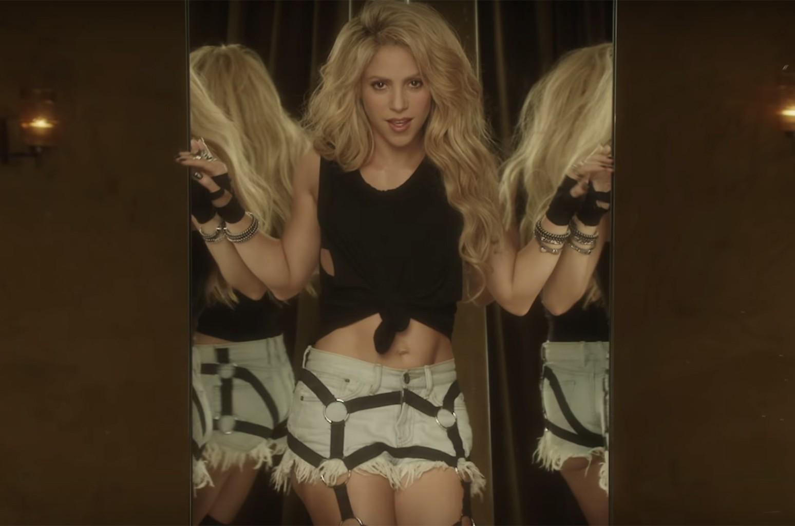 "Shakira in the video for ""Chantaje"""
