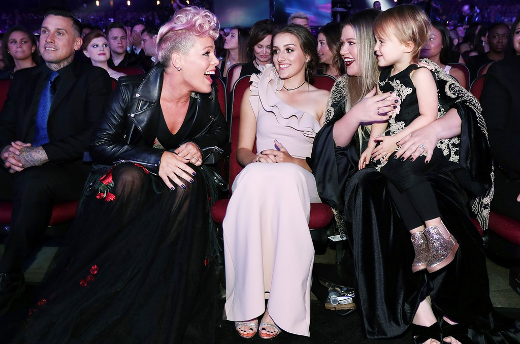 Pink & Kelly Clarkson, 2017