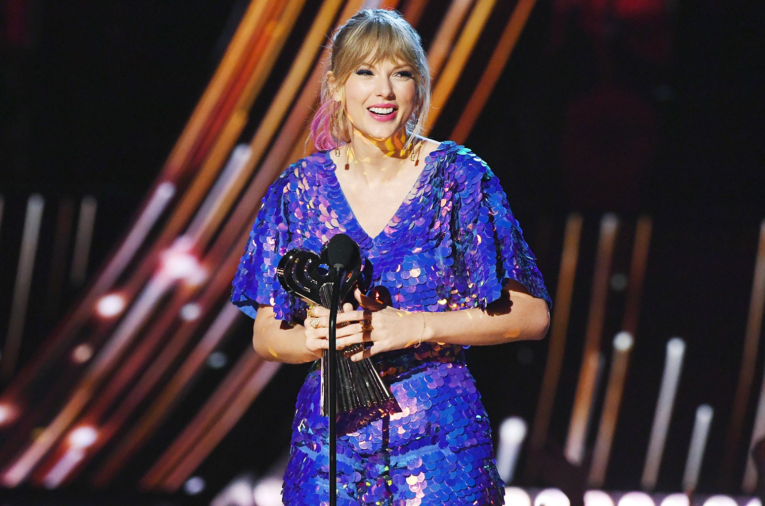 Taylor Swift Accepts Tour Of The Year At Iheartradio Music Awards Read The Full Speech Billboard