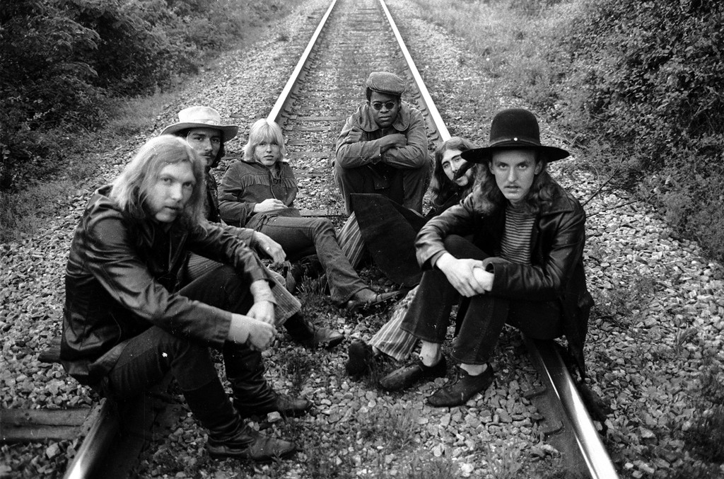 (L-R) Duane Allman, Dickey Betts, Gregg Allman, Jai Johanny Johanson, Berry Oakley and Butch Trucks sit on some railroad tracks on May 5, 1969 outside of Macon, Ga.