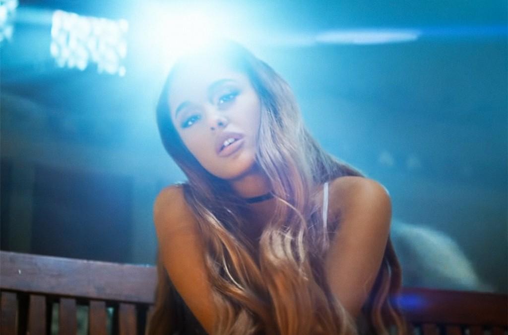"""Ariana Grande, """"breathin"""""""
