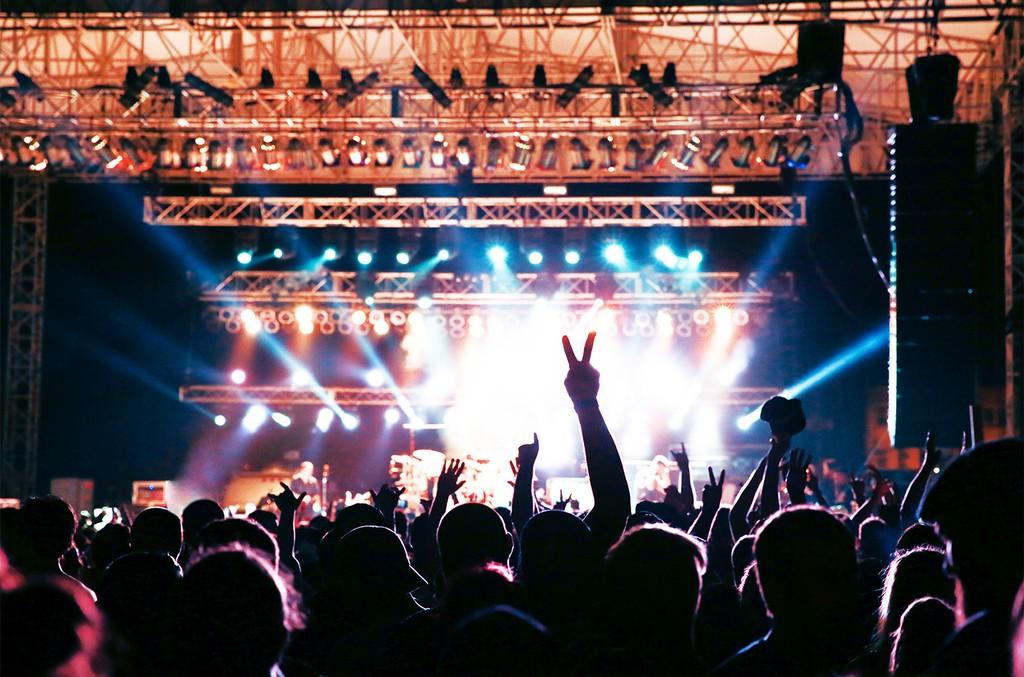 04-concert-silo-crowd-live-biz-billboard-1548