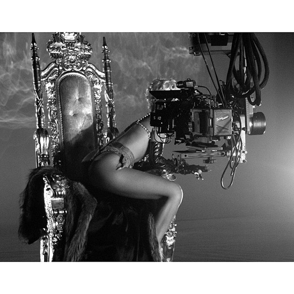 1-making-of-rihanna-pour-it-up-600