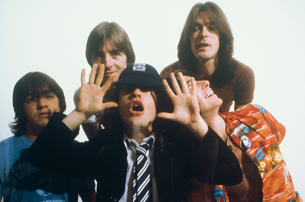 Malcolm Young, Phil Rudd, Angus Young, Cliff Williams, Bon Scott of AC/DC
