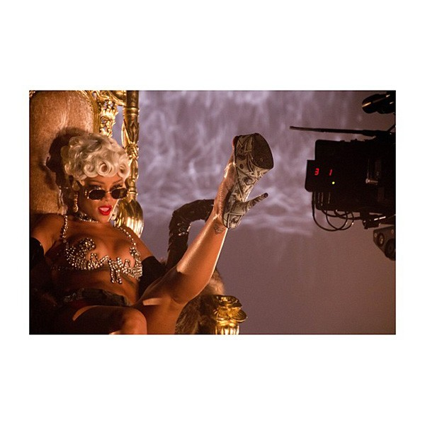 14-making-of-rihanna-pour-it-up-600