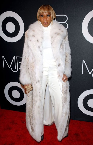 14-mary-j-blige-fashion-all-white-fur-600