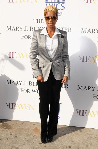 16-mary-j-blige-fashion-silver-blazer-600