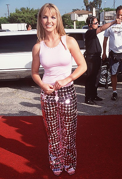 1999aug1-britney-spears-outrageous-fashion-600