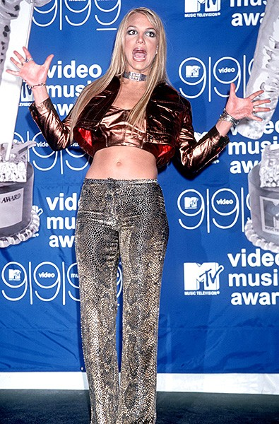 1999sept9-britney-spears-outrageous-fashion-600