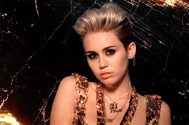 Miley Cyrus Lands First U K Chart Topper With We Can T Stop Billboard