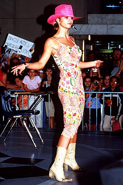 2000june30-britney-spears-outrageous-fashion-600