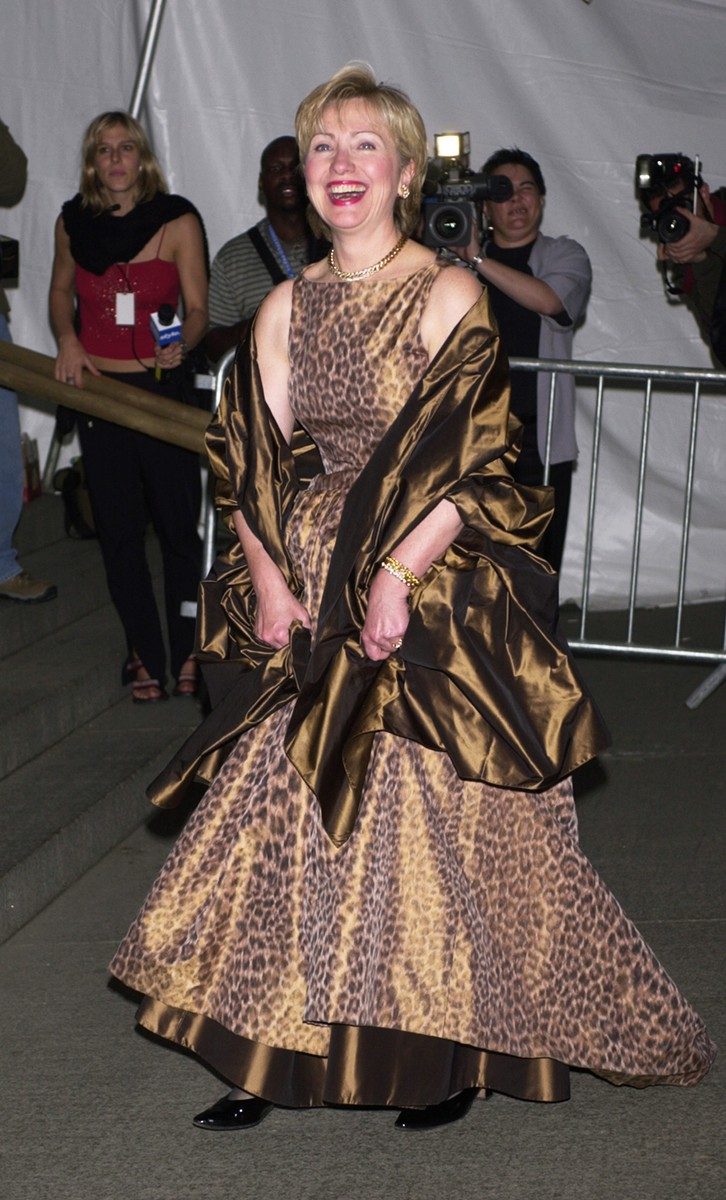 Hillary Clinton arrives at the Costume Institute Gala