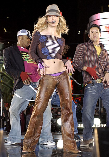 2003nov10-britney-spears-2-outrageous-fashion-600