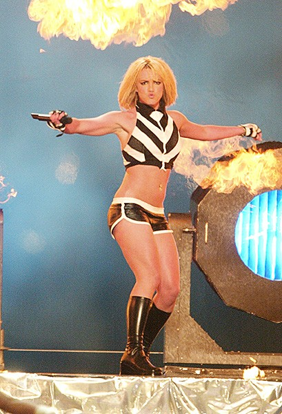 2003sept4-britney-spears-outrageous-fashion-600
