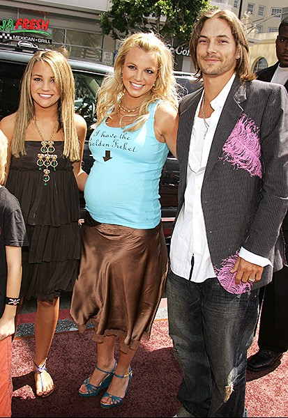 2005july10-britney-spears-outrageous-fashion-600