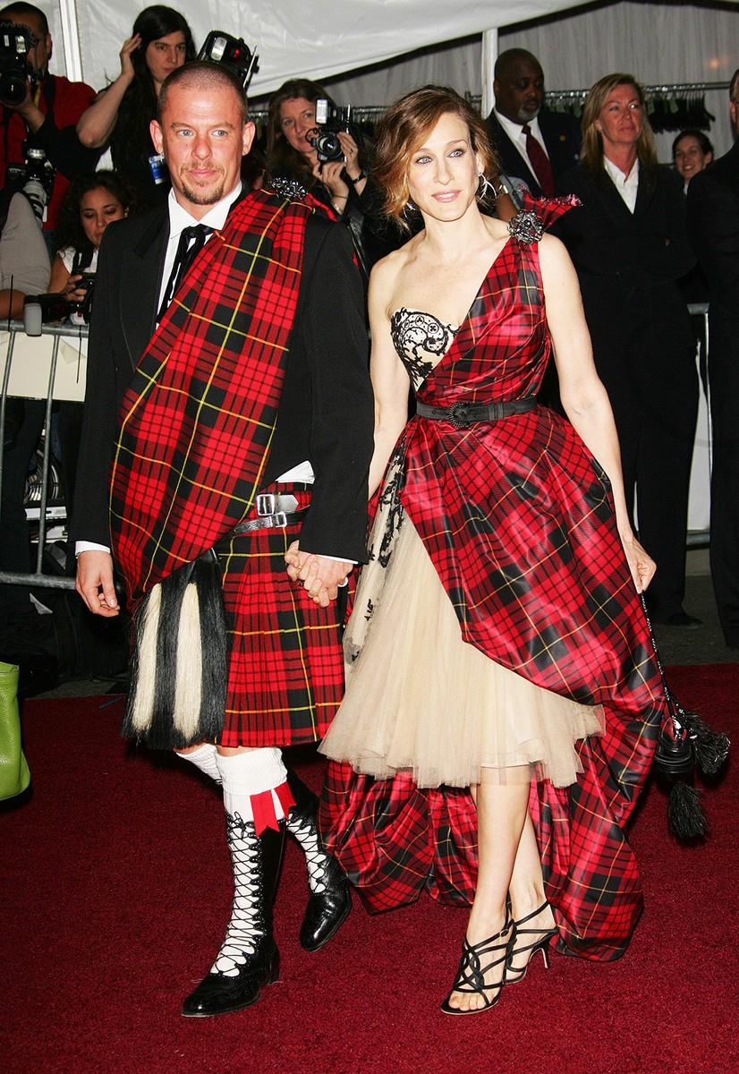 Sarah Jessica Parker with designer Alexander McQueen attend the Metropolitan Museum of Art Costume Institute Benefit Gala