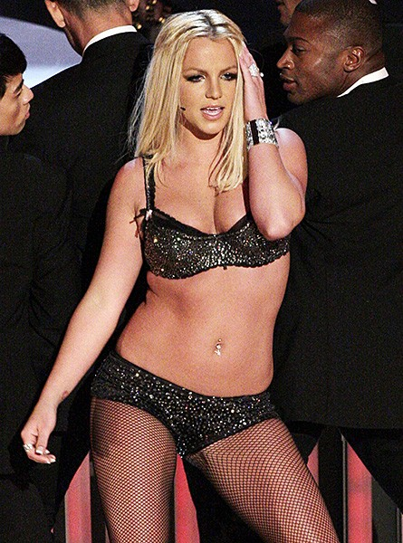 2007sept9-britney-spears-outrageous-fashion-600