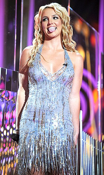 2008sept7-britney-spears-outrageous-fashion-600