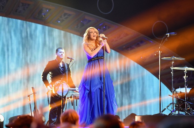 2014-american-country-countdown-awards-carrie-underwood-performance-2-billboard-650