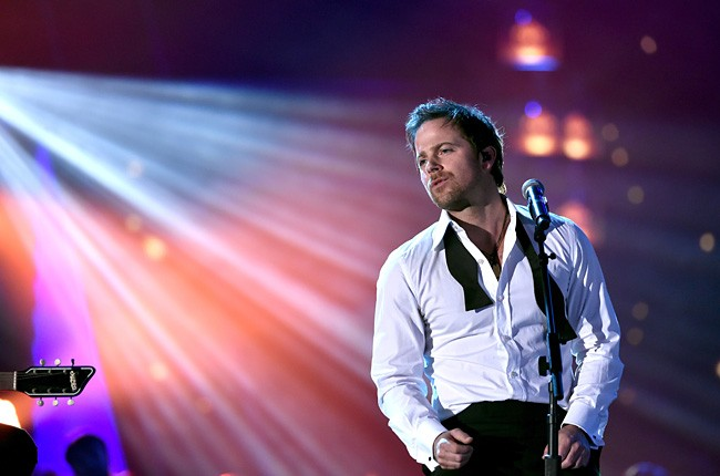 2014-american-country-countdown-awards-kip-moore-performance-billboard-650
