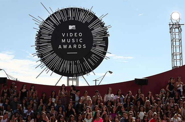 Atmosphere at the 2014 MTV Video Music Awards at The Forum