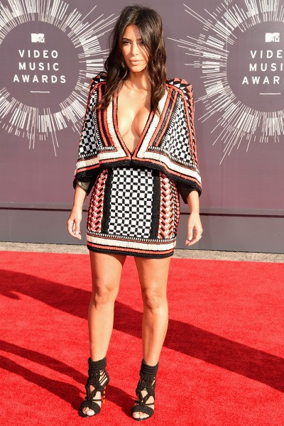 Kim Kardashian arrives at the 2014 VMAs