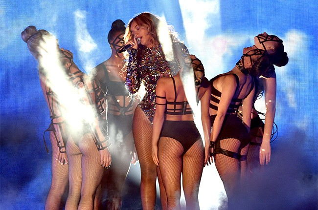 Beyonce performs at the 2014 VMAs