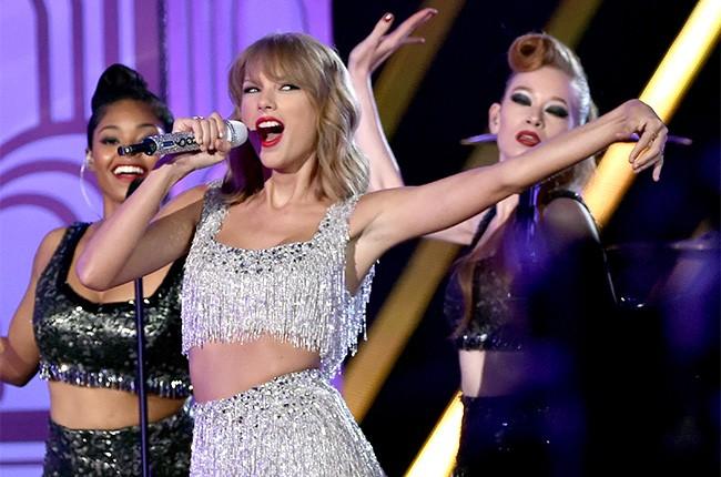 Taylor Swift performs at the 2014 VMAs