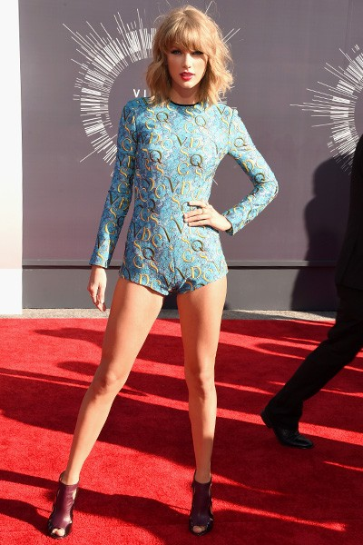 Taylor Swift arrives at the 2014 VMAs