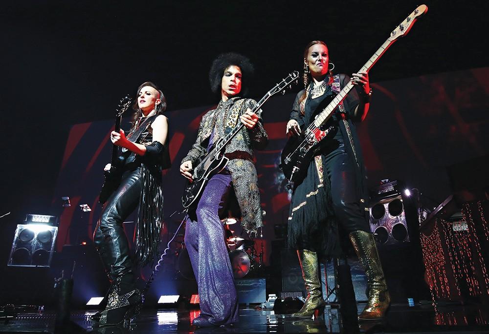 Prince performs onstage with 3RDEYEGIRL