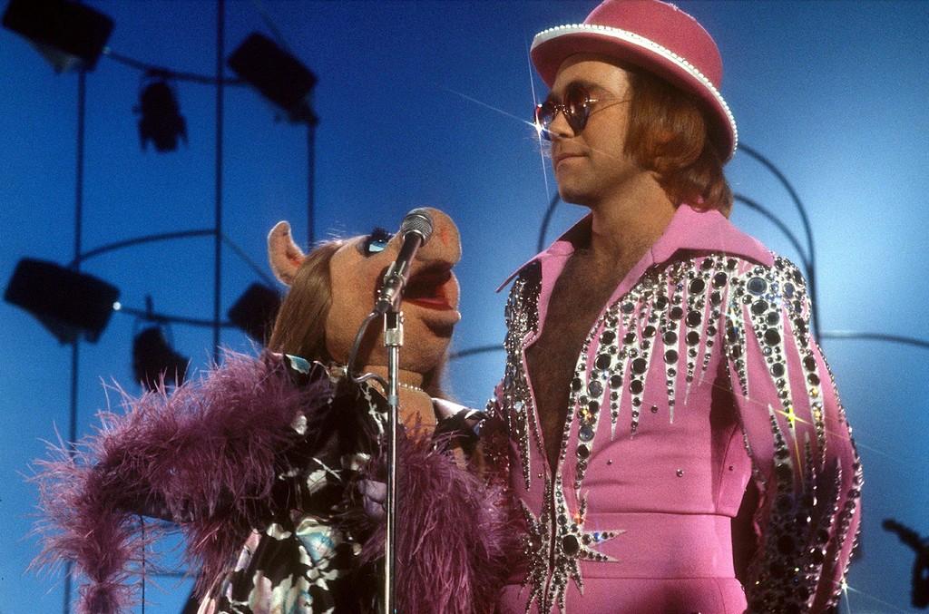 Elton John, 1977
