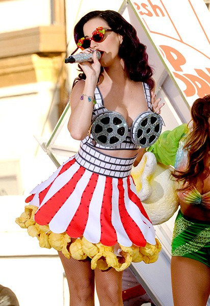 26june2012-3nov2012-katy-perry-outrageous-fashion-600