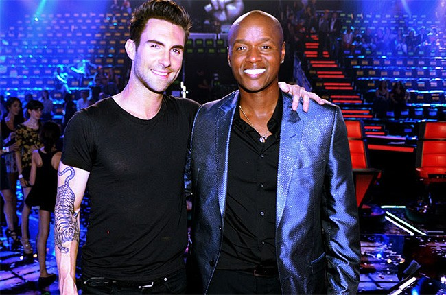 28feb2011-adam-levine-javier-colon-the-voice-650-430