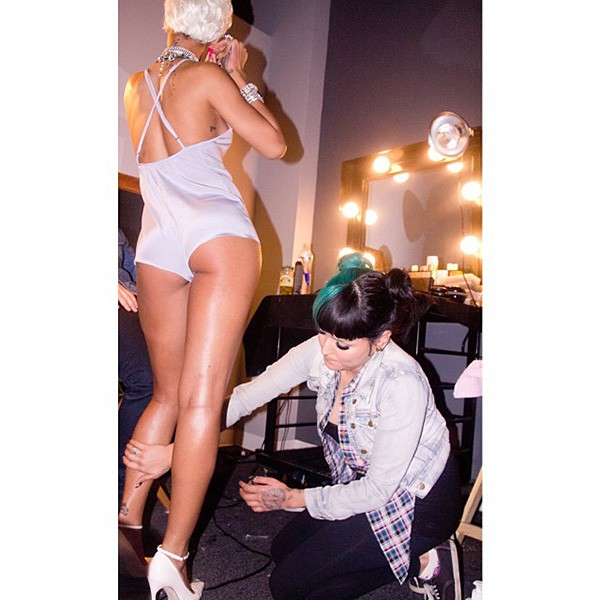 3-making-of-rihanna-pour-it-up-600