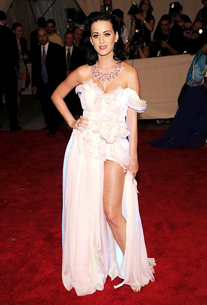 3may2010-katy-perry-outrageous-fashion-600