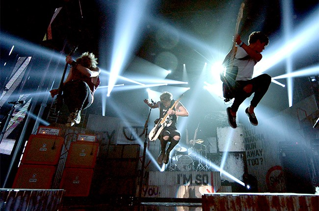 5 Seconds of Summer performs at the 2014 Billboard Music Awards