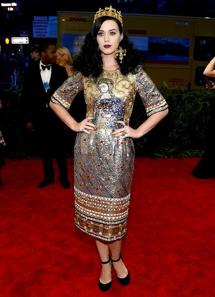 6may2013-katy-perry-outrageous-fashion-600