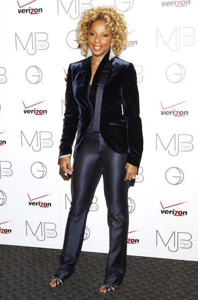 8-mary-j-blige-fashion-navy-blue-suit-600