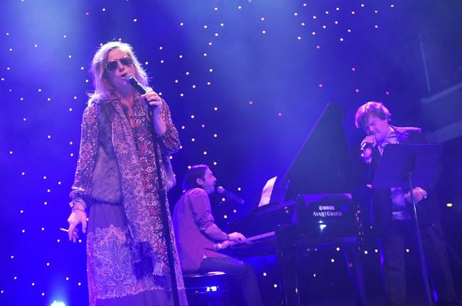 Amy-Poehler-and-Jack-Black-perform-at-Festival-Supreme-2015