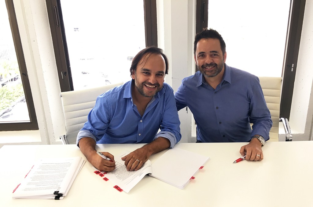 Andres Castro renews his contract with Sony/ATV Music Publishing