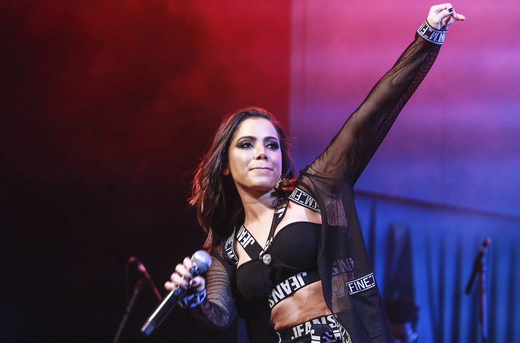 Anitta performs in 2015
