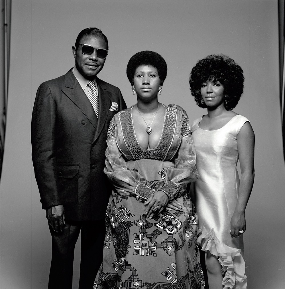 Aretha Franklin (center) with her father C.L. Franklin and sister Carolyn in 1971.